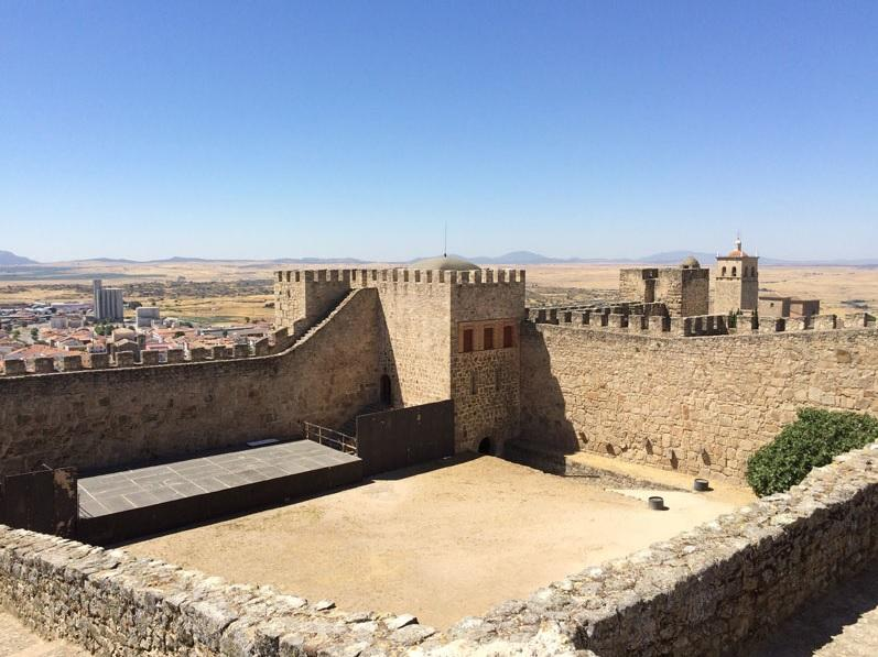 castle-trujillo-01